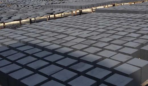 蜂窝状活性炭采用优质活性碳粉和辅助材料经高