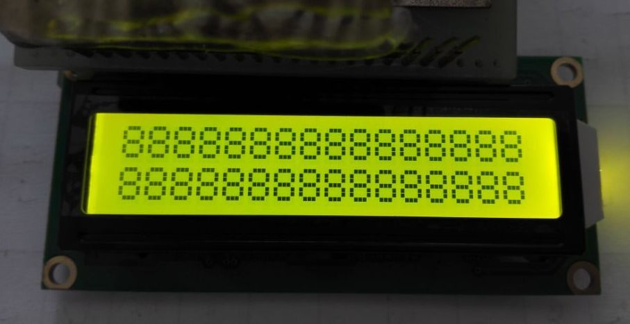 产品描述 字符数: 16字符2行 型 号:JMD1602C 外型尺寸:80.036.012.0mm 视域尺寸:64.513.8mm 字符大小:2.955.55mm 显示模式:黄绿屏/STN/负显/全透/黄底黑字 背 光:黄绿光 接 口:并口 工作温度:-20~+70 储存温度:-30~+80 控制驱动器:SPLC780D IC封装方式:COB 驱动电压:5V/3.