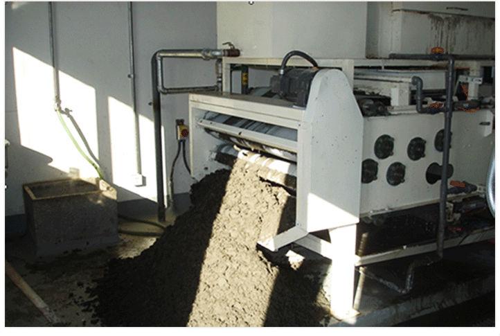 上海亚洲桨纸带式污泥脱水机现场