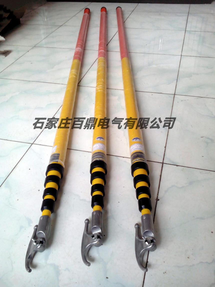 三、绝缘操作杆/拉闸杆厂家拉闸杆的结构性能特点 1、该系列JYG拉闸杆(绝缘操作棒,令克棒)采用绝缘性能及机械强度俱佳、重量轻、经防潮处理的优质环氧树脂管加工而成,具有重量轻,绝缘杆机械强度高,携带方便等特点。 2、该系列该系列JYG拉闸杆(绝缘操作棒,令克棒)设计新颖,材料优质、结构合理, 使用方便。 (1) JYG拉闸杆握手部分采用硅橡胶护套及硅橡胶伞裙粘接,绝缘性能极佳,安全可靠。 (2) JYG拉闸杆端部金属接头采用内嵌式或外包式结构更牢固、安全、可靠。 (3) JYG拉闸杆扩展联接方便,选择性