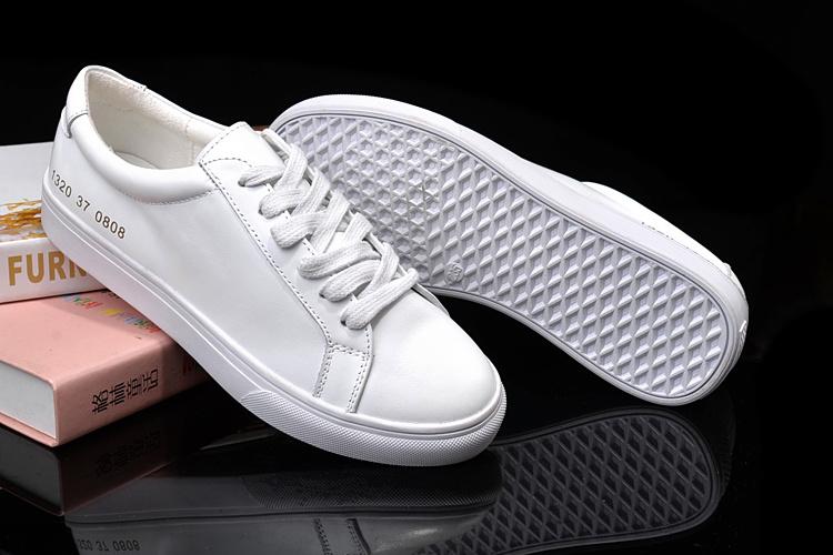 杨幂同款新百伦 由大众推荐具有口碑的平底小白鞋